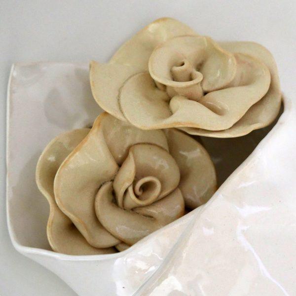 Róże w papierze pakowym